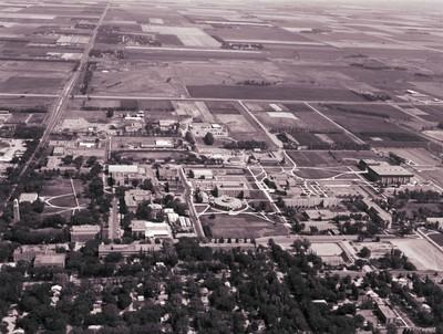 Aerial view of South Dakota State University, 1975