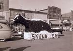 Freshmen Class Hobo Day parade float, 1953